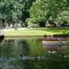Prelude   Triënnale   11 bloemenbootjes in de vijver van het Oranjepark