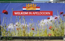 Bouwhekdoeken station Apeldoorn Koninginnedag